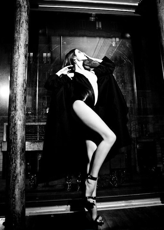 Tania Onishchenko in the Dark Palace. Photographerd by Jurij Treskow for the Contributor Magazine.