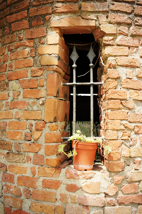 Le Colonie: The eerie bricked well