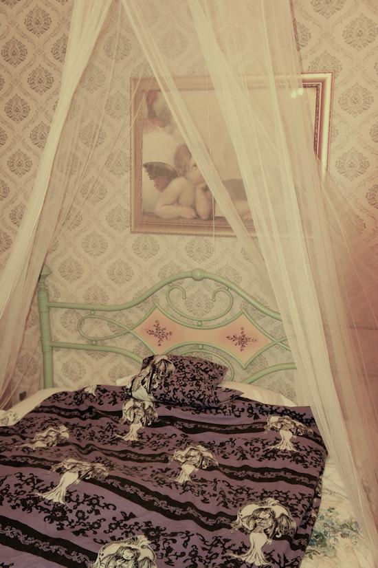 Le Colonie Bedroom
