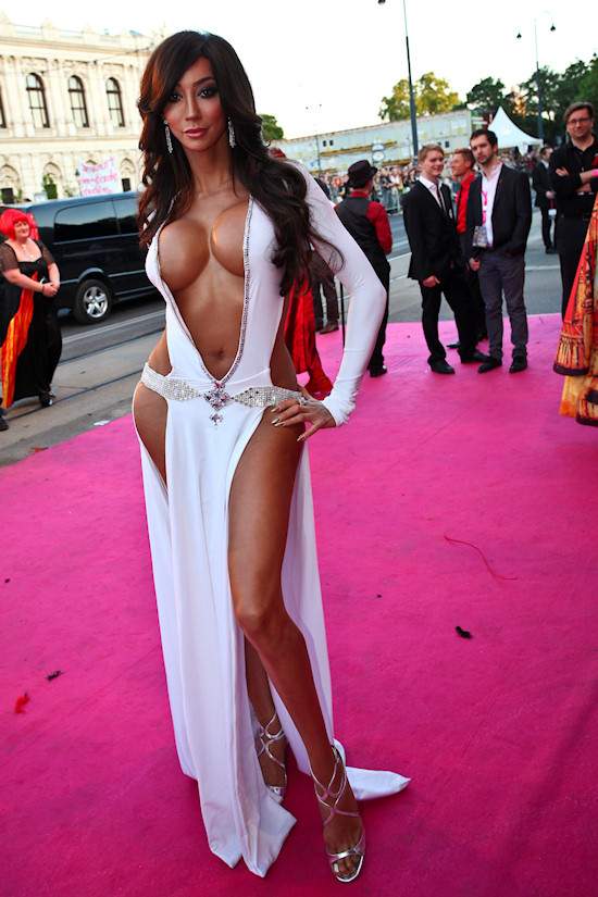 Yasmine Petty @ Life Ball 2012 Magenta Carpet