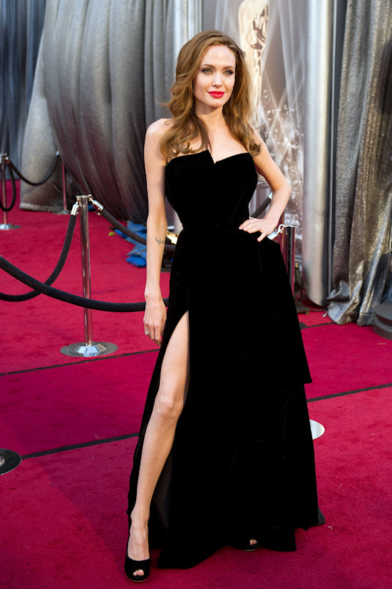 """Oscars 2012: Angelina Jolie """"Legbombing"""""""