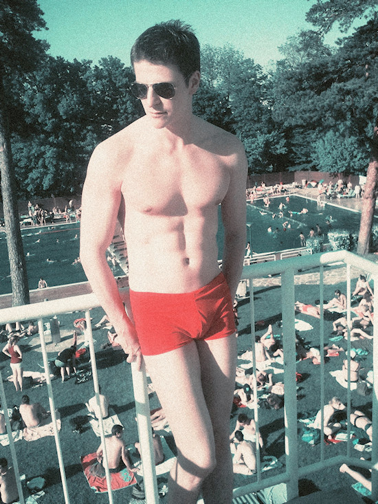Schönbrunnerbad: Male Model Robert in Baywatch Trunks