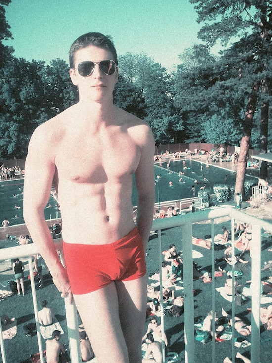 Schönbrunnerbad: Male Model Robert in Baywatch Trunks