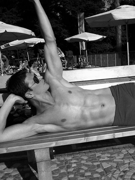Schönbrunnerbad: Male Model Robert In Bodybuilding Pose