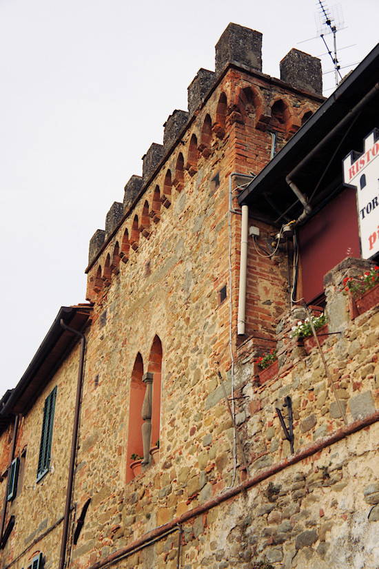 Vinci, Italy: Stone Wall