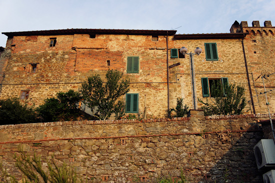 Vinci, Italy: Stone Wall