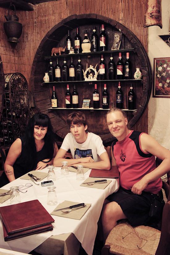 Xena, Claudio and Thor @ Ristorante Leonardo, Vinci, Italy