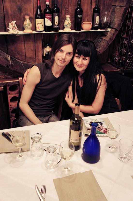 Xena and Viki @ Ristorane Leonardo, Vinci, Italy