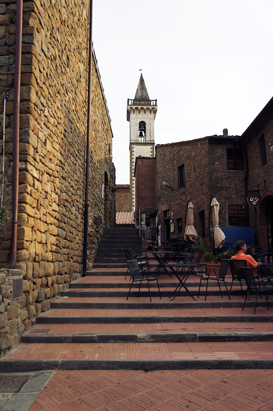 Vinci, Italy: Narrow Street to the Chruch Of The Holy Cross