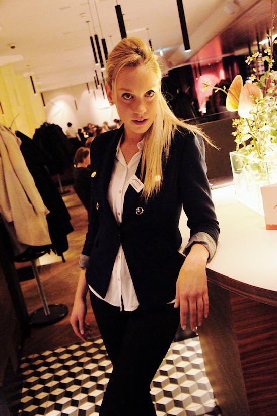Waitress, Receptionist, Table Server @ Joma Bar Wien