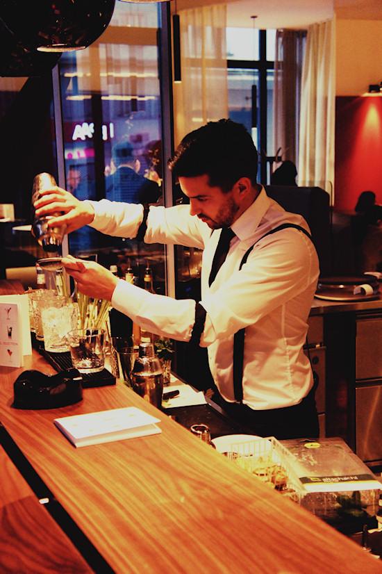 Waiter preparing Gin Basil Cocktail @ Joma Bar Wien