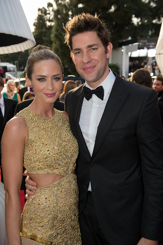 Golden Globes 2013: Emily Blunt in a golden cut-out dress by Michael Kors and next to her John Krasinski.