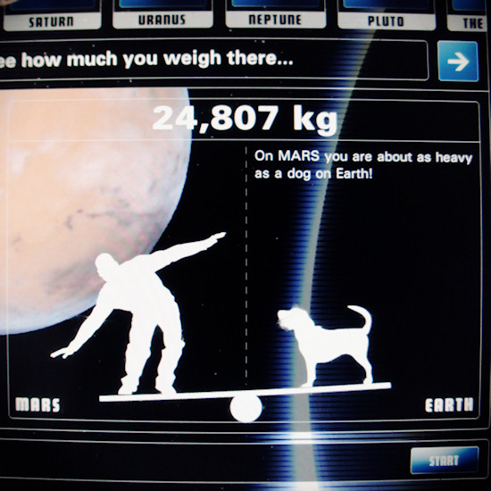 Gravitation: How much I weigh on Mars. Screenshot Space Expo Noordwijk.