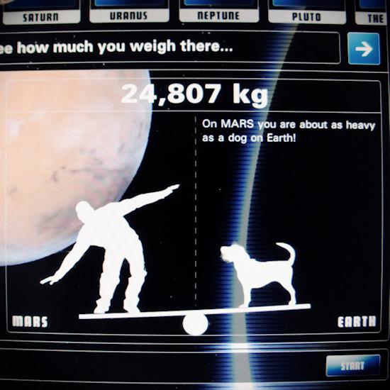 Gravitation: How much I weigh on Mars. Screenshot Space Expo Noordwijk.