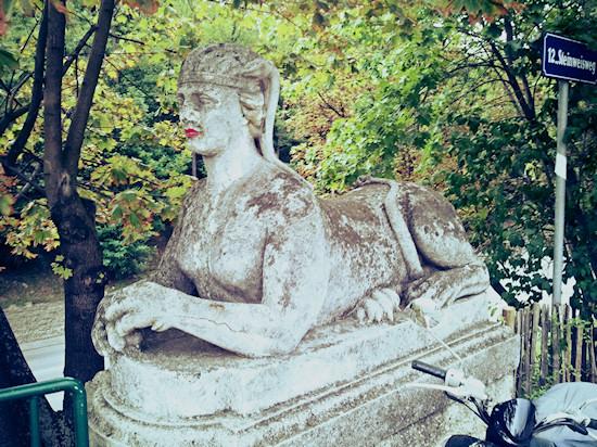 Lipstick on a sphinx statue @ Maria-Theresia-Brücke, Hohenbergstraße, Wien