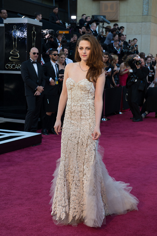 Kristen Stewart @ Oscars 2013 Red Carpet