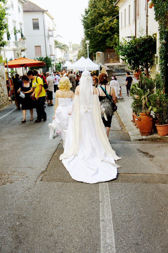 White Unicorn Robe Street View @ Unicorn Festival 2012 / Festa dell'Unicorno / Vinci