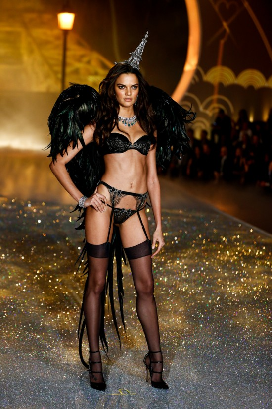 Barbara Fialho @ Victoria's Secret Fashion Show 2013
