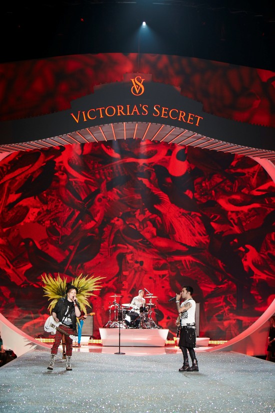 Fall Out Boy @ Victoria's Secret Fashion Show 2013