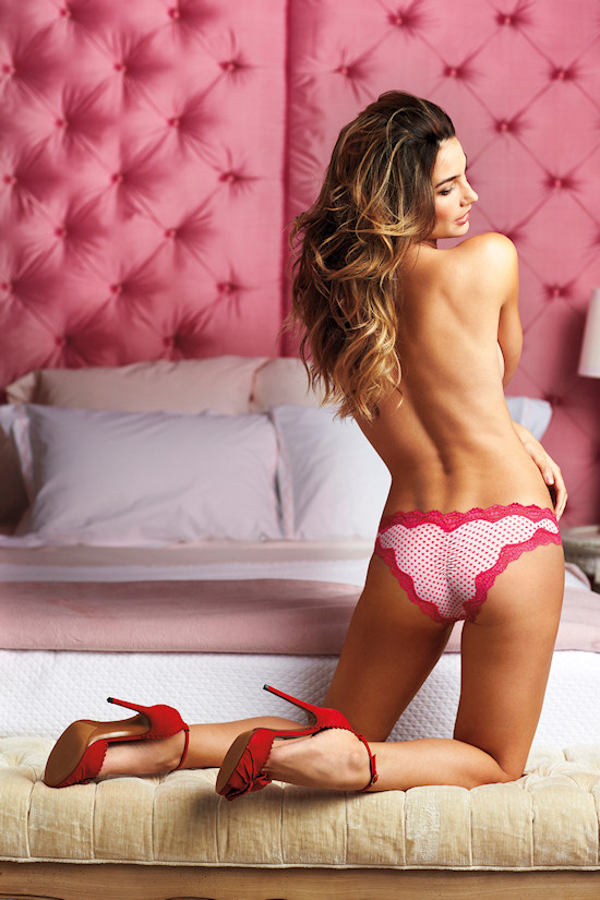 Victoria's Secret Angel: Lily Aldridge in cheeky panties
