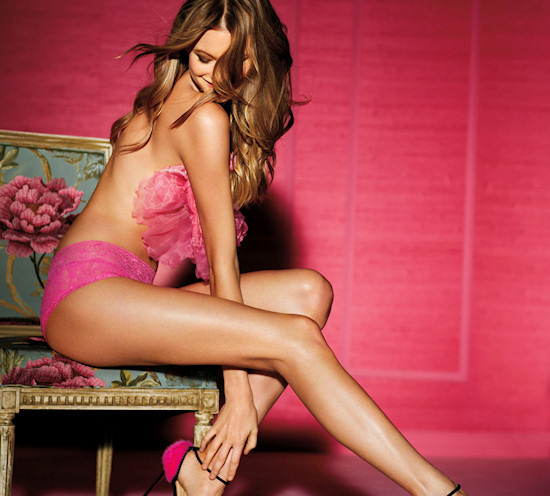 Victoria's Secret Angel: Behati Prinsloo in lacie hiphugger lingerie