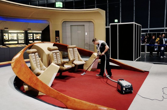 Cleaning the bridge in the 21st century @ Destination Star Trek Germany