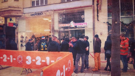 Queue in front of Dunkin' Donuts shop in Vienna