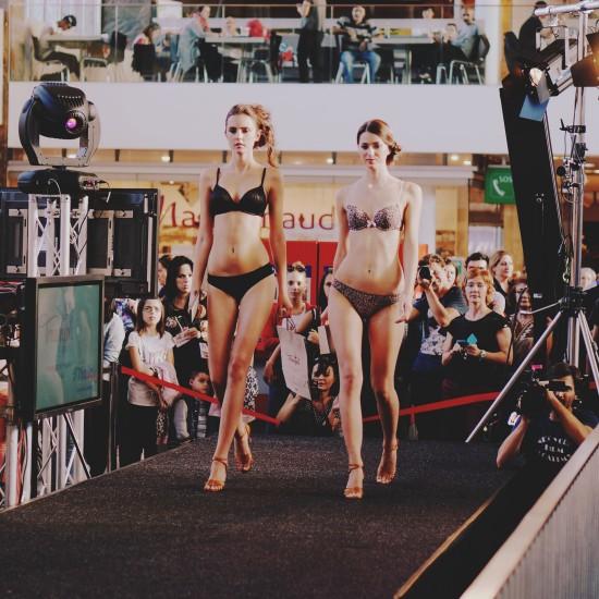 Trimph Lingerie Fashion Show Westbahnhof BahnhofCity Wien West