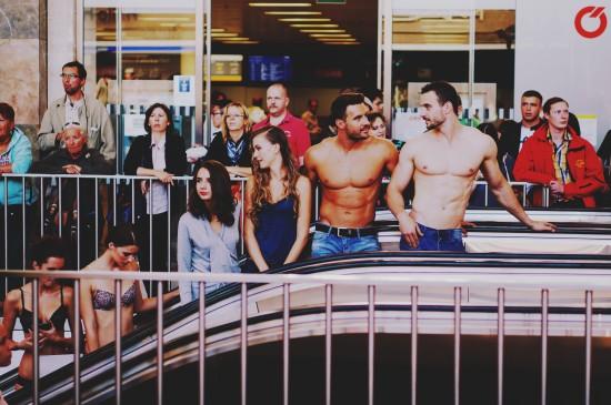 Models waiting on the elevator @ Fashion Show Westbahnhof BahnhofCity Wien West