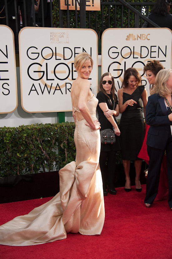 Anna Gunn in a creamy strapless gown by Donna Karan Atelier @ Golden Globes 2014
