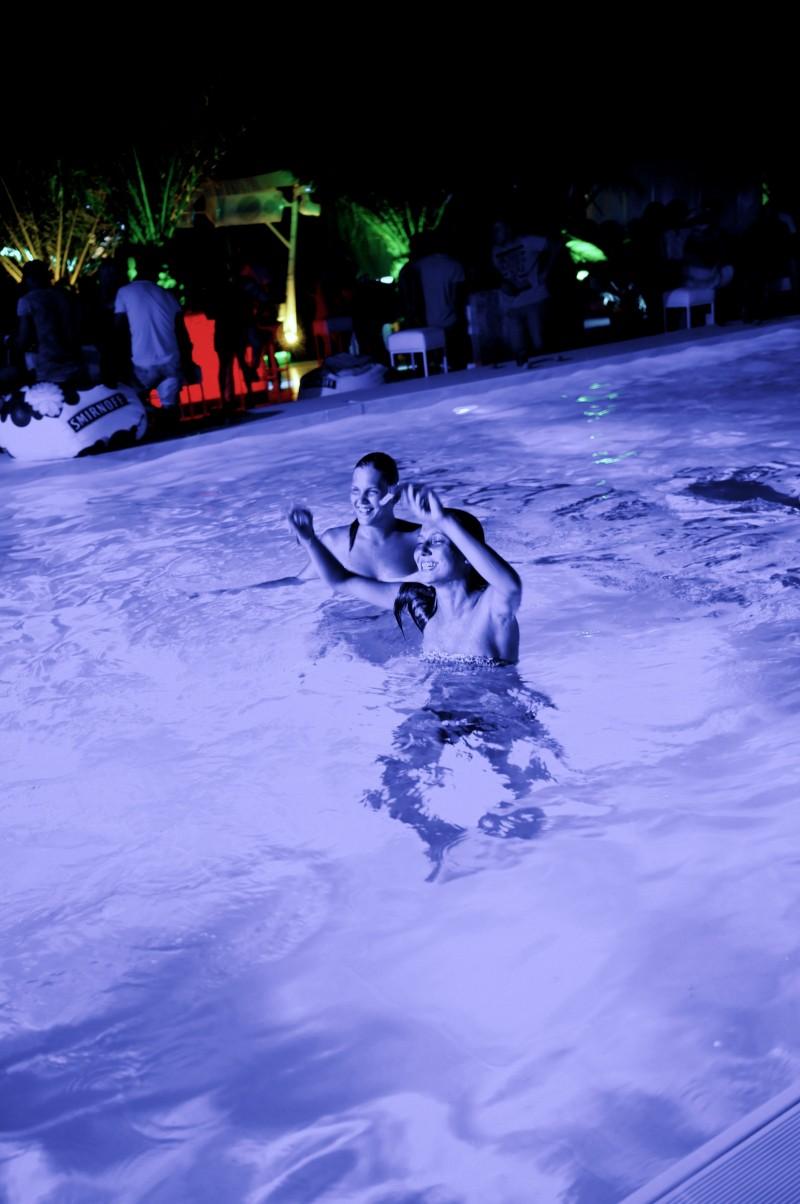 Showroom xs beach club ruse viki secrets for Pool showrooms