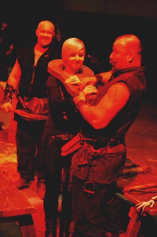 Shrew's fiddle torture. Medieval Torture Show. Die Henker @ Mittelalterspektakel 2014 St. Pölten