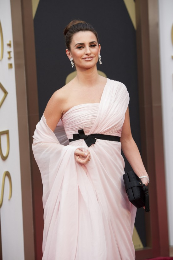 Penelope Cruz wearing a caped silk dress by Giambattista Valli Haute Couture @ Oscars 2014
