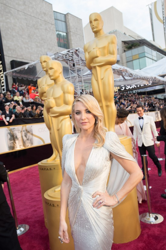 Kate Hudson in a caped dress by Versace @ Oscars 2014