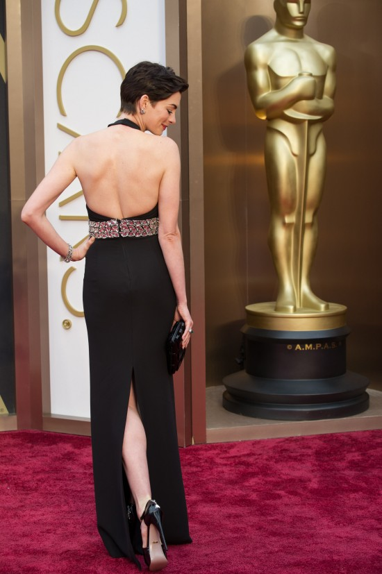Anne Hathaway's dress from behind @ Oscars 2014