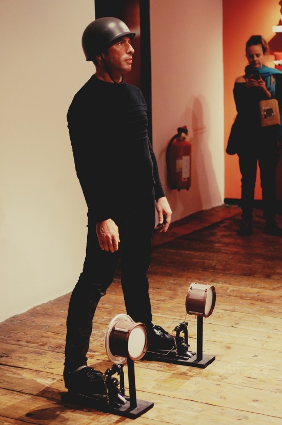 Marching soldier with percussion shoes @ Falling Footnotes / SHOEting Stars shoe exhibition Kunst Haus Wien