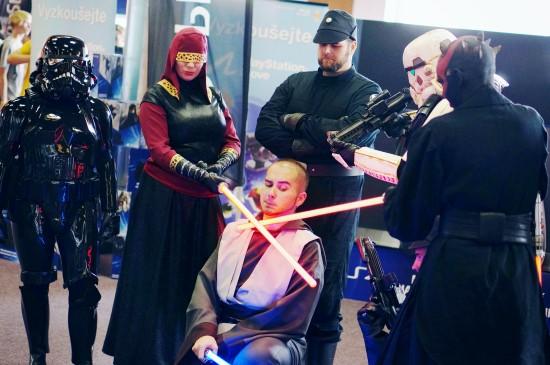Star Wars Female Stormtrooper, Bounty Hunters, Jedi, Darth Maul cosplay @ Comics Salon 2014
