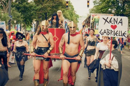 "300 Spartans drawing Xena""s chariot @ Vienna Pride 2014 / Regenbogenparade Wien"