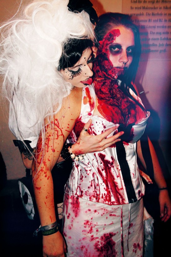 Bloody Halloween Zombie Makeup Fun @ 666 Hell-O-Wien