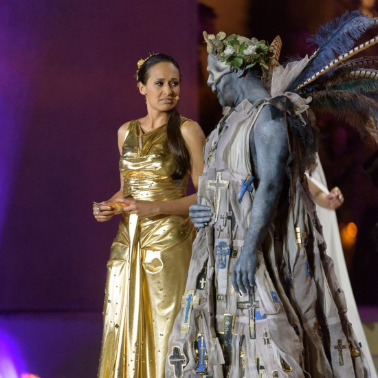 Moderator Alice Tumler and actor Jürgen Maurer @ Life Ball 2015