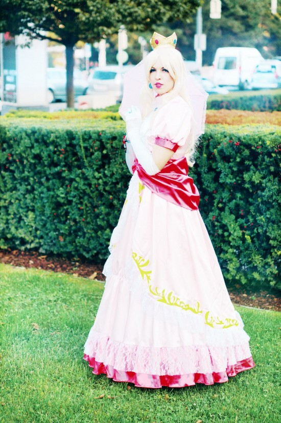 Princess Peach Cosplay @ Game City Wien
