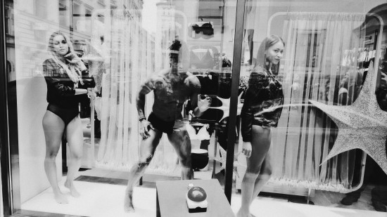 Palmers Lingerie Living Mannequins @ Palmers store Petersplatz 1, Wien