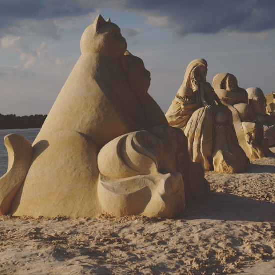"""Black Cat, White Cat"" sand sculpture by Jakub Zimacek (Czech Republic) @ Ruse Sandfest 2015"