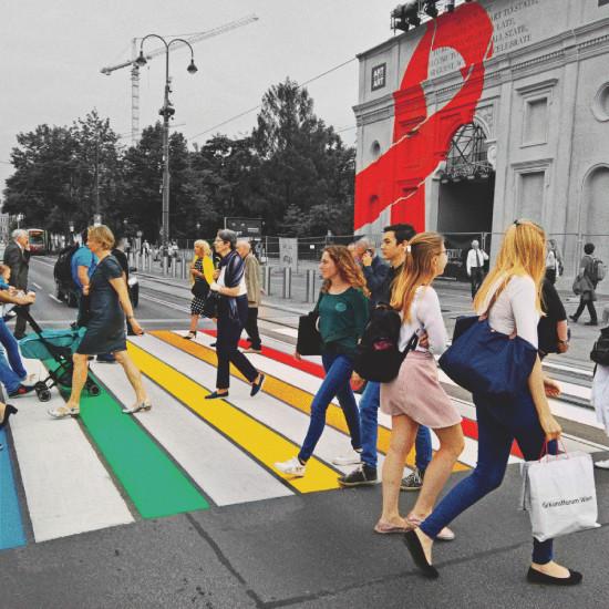 Regenbogen-Zebrastreifen | Rainbow Crosswalk in Vienna before the Life Ball