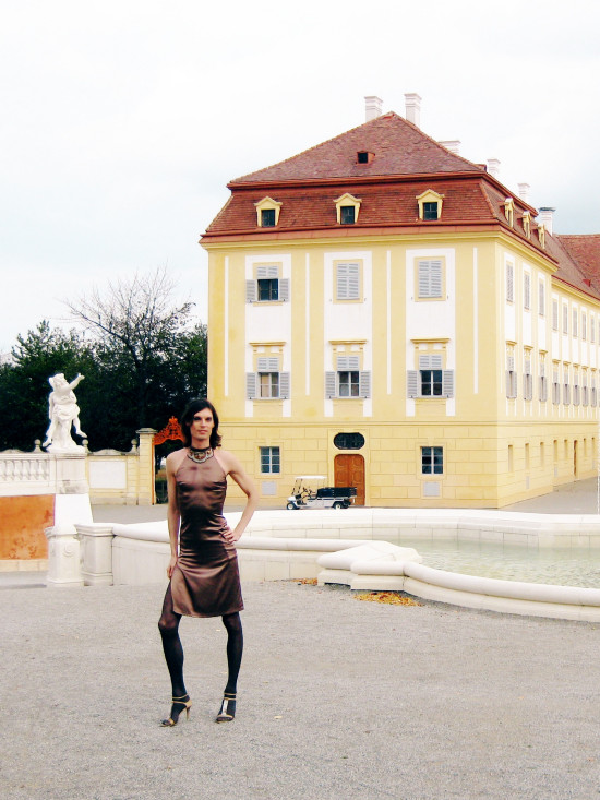 The Imperial Fountain | Fashion by CALLISTI | Shoes by Stuart Weitzman @ Schloss Hof