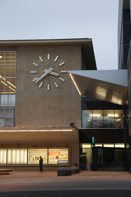 BahnhofCity Wien West: Uhr