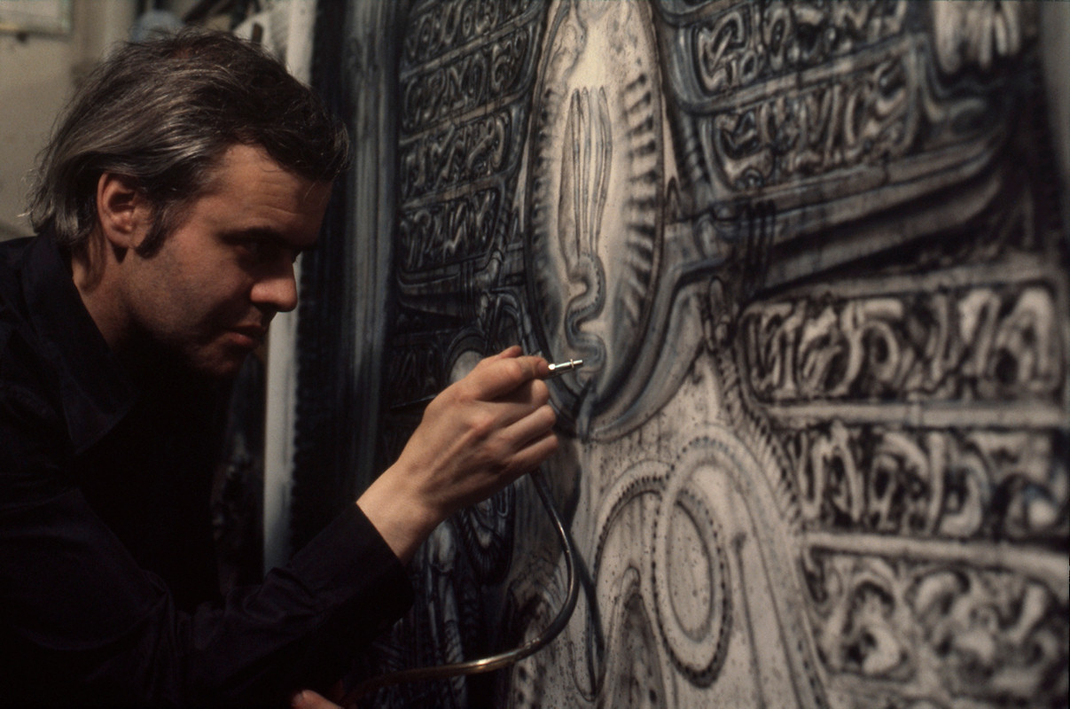 Obituario del Terror - Página 2 Hr_giger_at_work