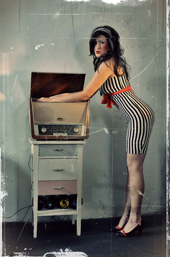 Vintage Pin-up Miss Black Machinery